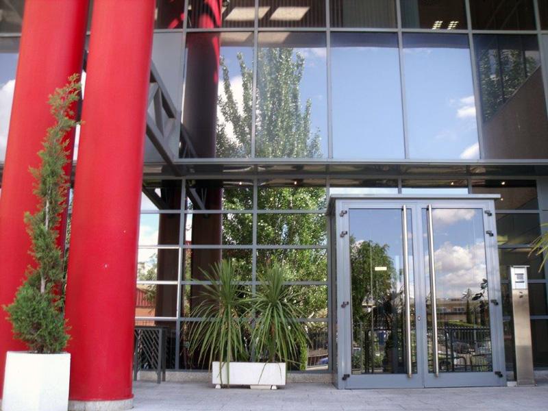 Entrada principal. Alquiler de oficinas en edificio Thanworth II, Alcobendas
